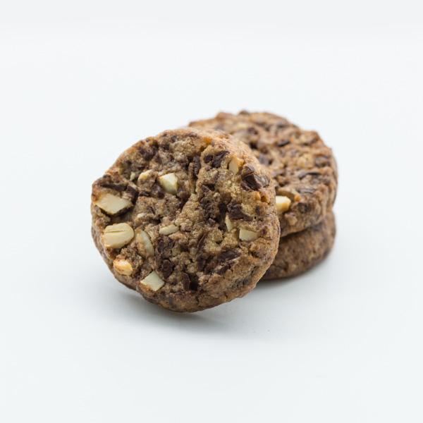 Sables cu alune de pădure și ciocolată